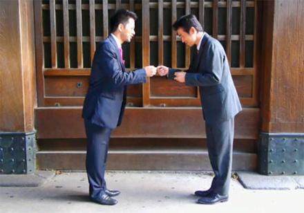 etiqueta de negocios no japao